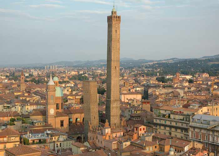 A TOWER ONLY FOR YOU - GUIDED VISIT TO BOLOGNA - CAVALLOTTI TRAVEL